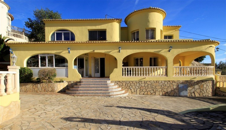 8 Bed Villa For Sale