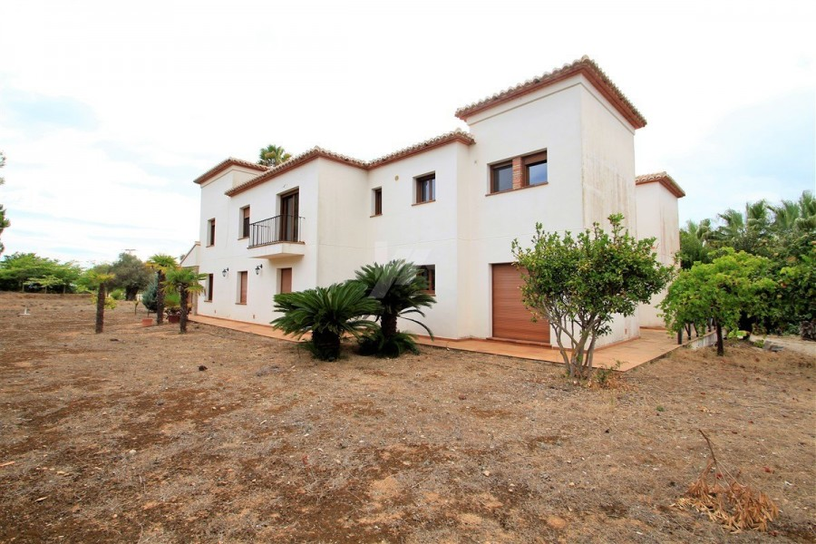 9 Bed Villa For Sale
