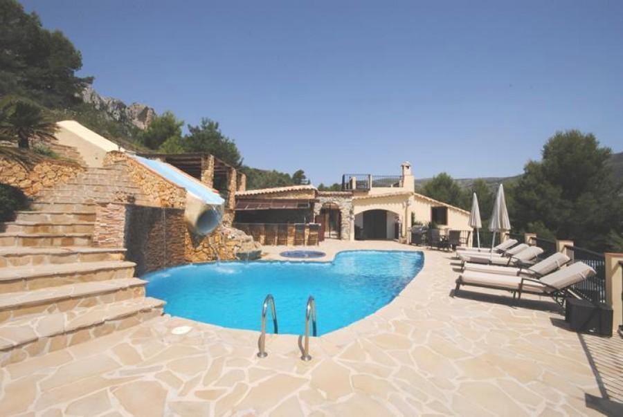 5 Bed Villa For Sale