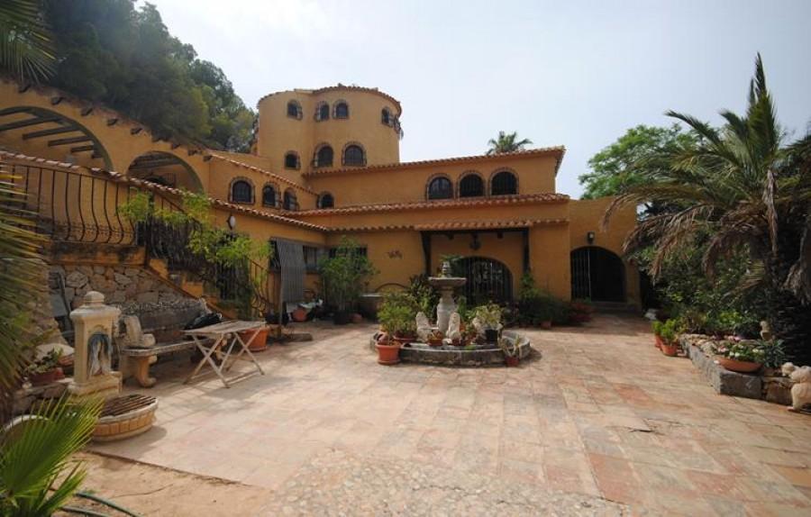 10 Bed Villa For Sale